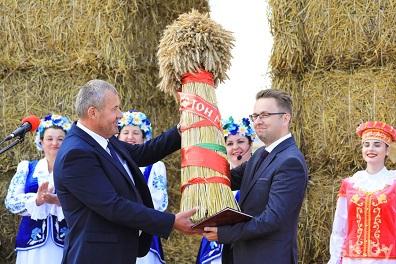 Намолот 100 000 тонн зерновых